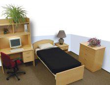 chambre dortoir avec un bureau, un lit et une commode