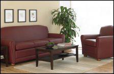 Canapé et fauteuil dans la chambre